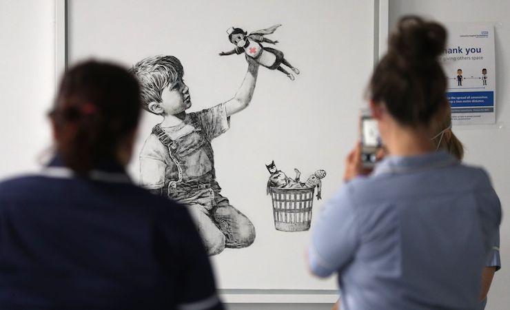 Seniman Banksy  merespon fenomena Pandemi saat ini dengan karya yang akan dilelang untuk donasi (Credit: Town and Country)